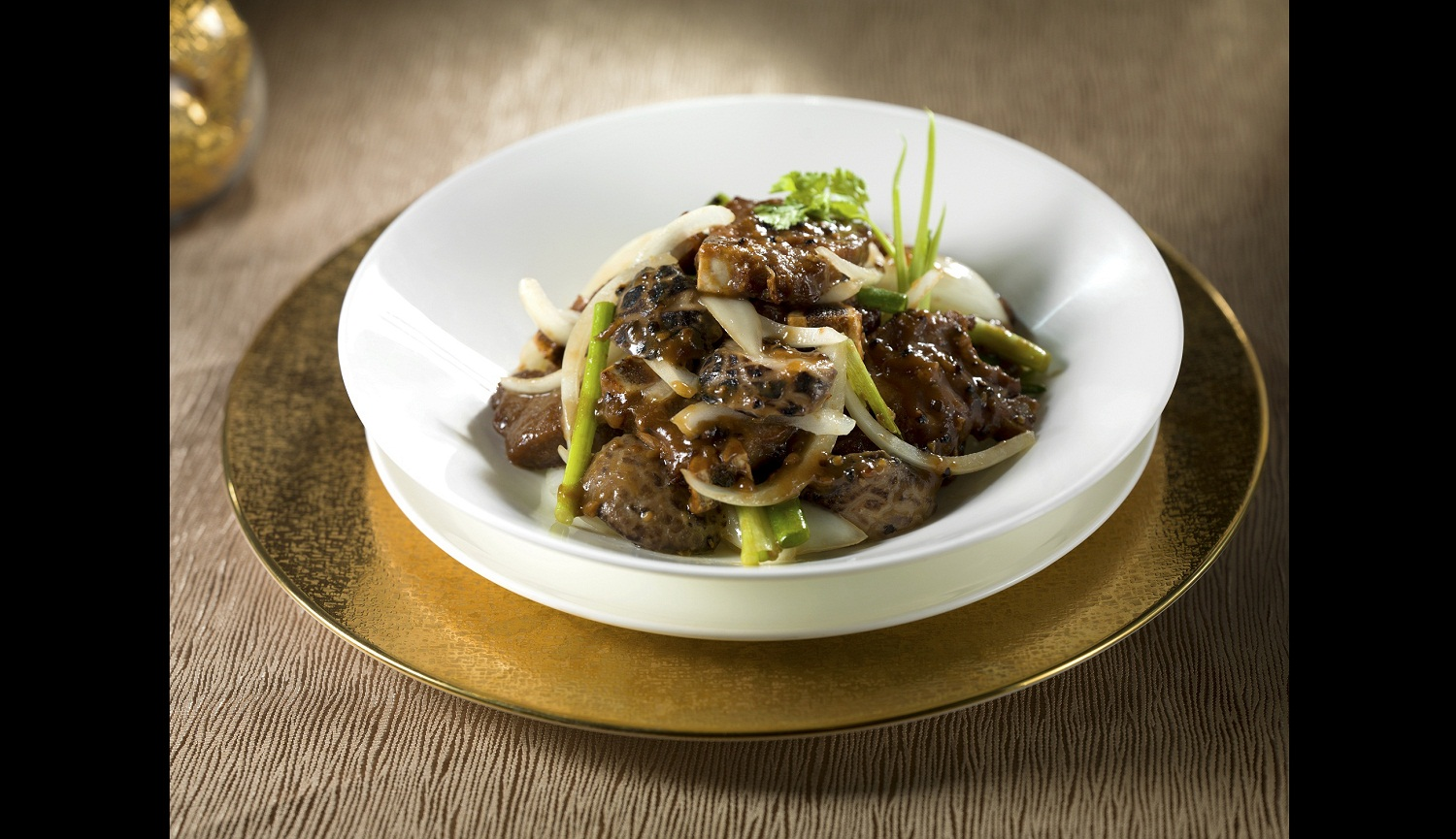 Stir-fried Short Ribs with Onion and Mushroom in Black Pepper
